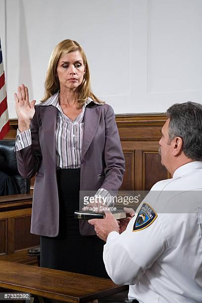 a witness swearing an oath - eed stockfoto's en -beelden