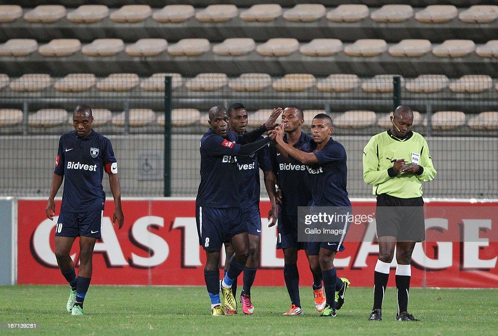 original france pas cher vente à bas prix Wits players celebrate during the Absa Premiership match ...