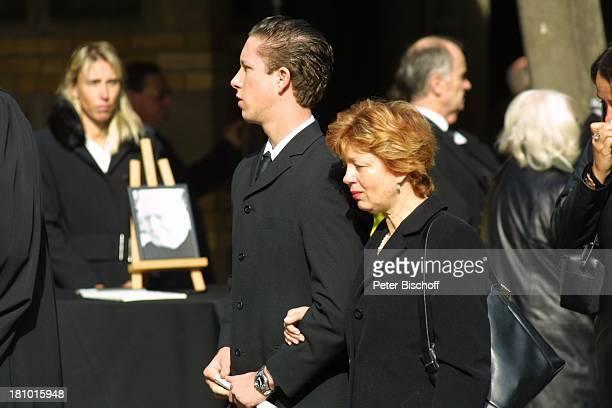 Witwe Gisela Mauritius Sohn Gero Mauritius Trauerzug Beerdigung von Gunther Philipp Köln Friedhof Melaten Beisetzung Trauerfeier Promis Prominente...