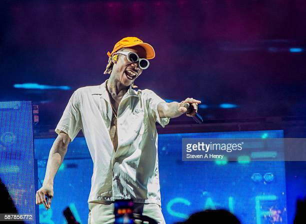 Wiz Khalifa performs at Snoop Dogg Wiz Khalifa In Concert at Nikon at Jones Beach Theater on August 9 2016 in Wantagh New York