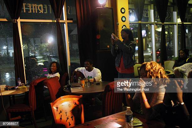 Artmos DATE: October 19, 2007 CREDIT: Carol Guzy/The Washington Post Mount Ranier MD Artmosphere, a coffeehouse/bar/lounge in a building for...