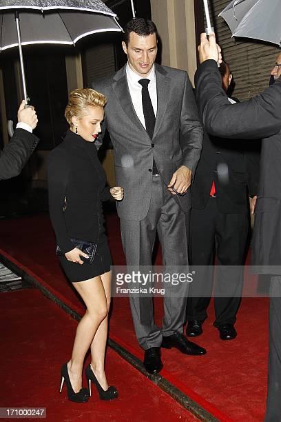 """Wladimir Klitschko Und Seine Freundin Hayden Panettiere Bei Der """" United People Charity Night"""" Zugunsten Von Powerchild E. V. Im Gop Variete-Theater..."""