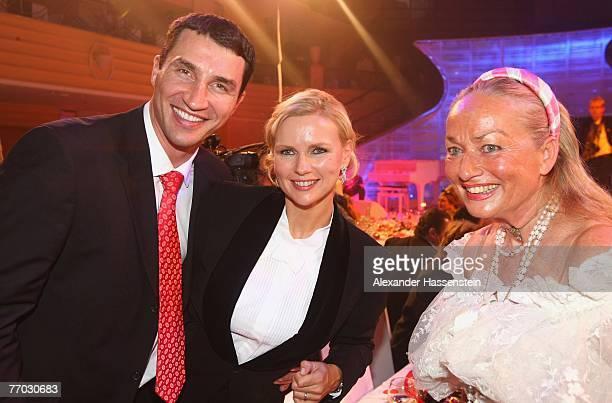 Wladimir Klitschko Veronica Ferres and Angela von Hohenzollern attend the United People Charity Night 2007 on September 21 2007 in Munich Germany