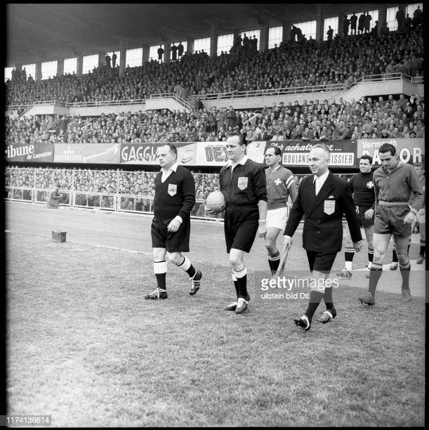 Schweiz - Spanien; das Schiedsrichter-Trio