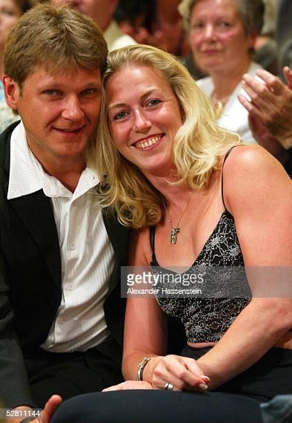 Kampf 2003 im Super-Mittelgewicht, Magdeburg; Sven OTTKE - David STARIE ; Sylke OTTO mit Ehemann Ronald GRUND