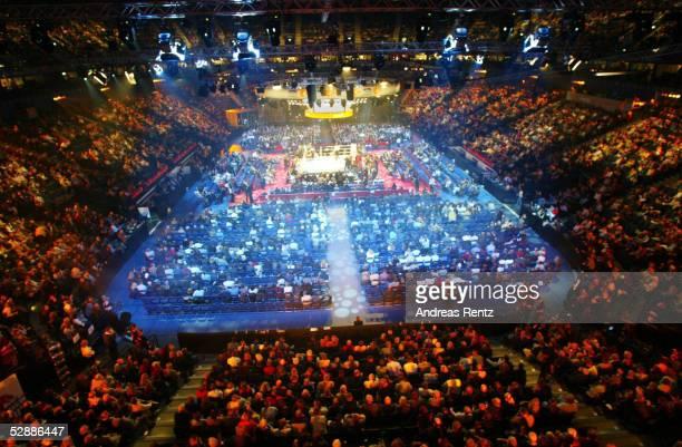 Kampf im Halbschwergewicht Hamburg Dariusz MICHALCZEWSKI/POL Derrick HARMON/USA Uebersicht Color Line Arena