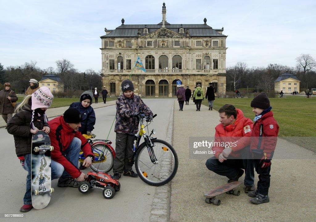 Wochenendausflug Zum Großen Garten In Dresden Aufgenommen Am Vor Dem Palais  Im Großen Garten Von Karcher