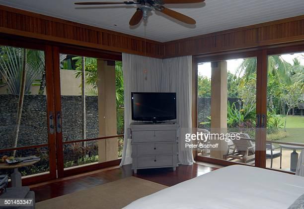 """Wohnbereich Park-Villa mit Blick auf Terasse und Garten 5-Sterne-Luxushotel """"Four Seasons Resort"""", Insel Langkawi, Malaysia, Asien, Fernseher, Hotel,..."""