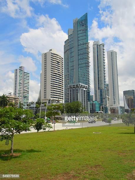 Wohnund Bürohochhäuser prägen das Stadtbild Aufgenommen am 14 September in PanamaCity