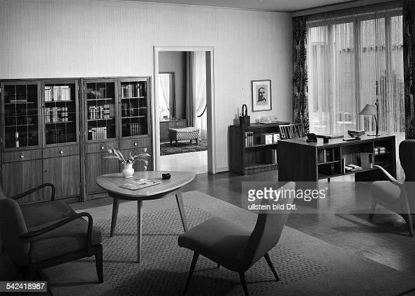 Wohnzimmereinrichtung Aus Nussbaum 1957 News Photo Getty Images
