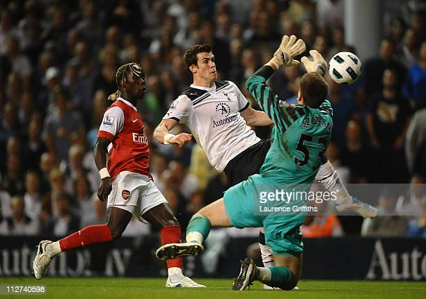 Wojciech Szczesny of Arsenal brings down Gareth Bale of Spurs during the Barclays Premier League match between Tottenham Hotspur and Arsenal at White...