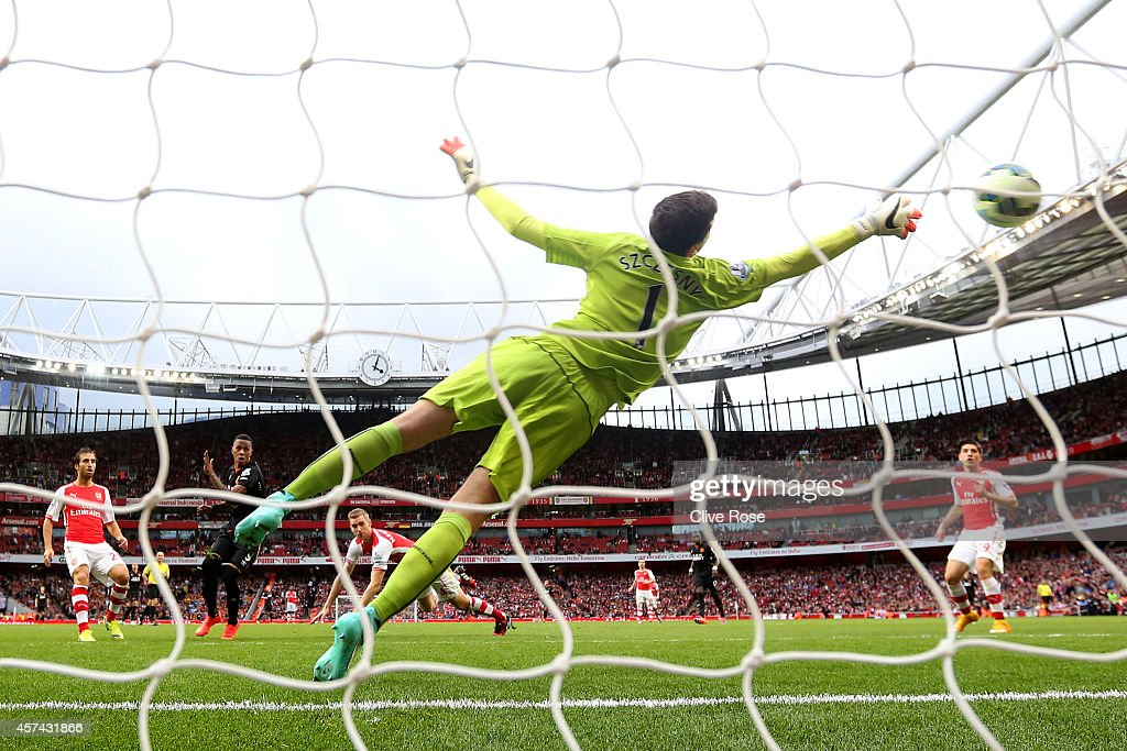 Wojciech Szczesny of Arsenal dives in vain as Abel Hernandez of Hull City scores his team's second goal during the Barclays Premier League match between Arsenal and Hull City at Emirates Stadium on October 18, 2014 in London, England.