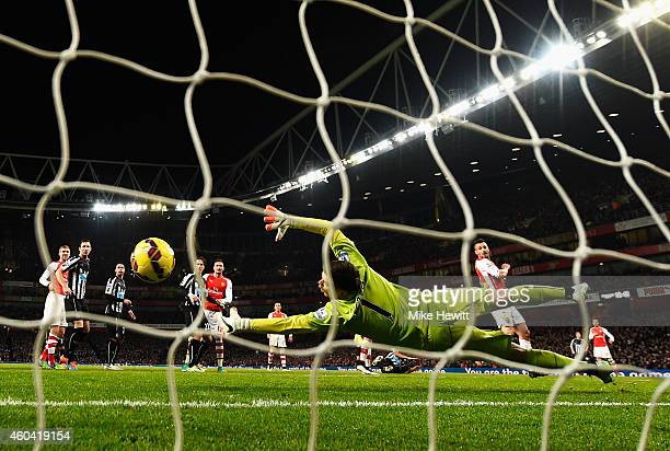 Wojciech Szczesny of Arsenal fails to stop the header by Ayoze Perez of Newcastle United during the Barclays Premier League match between Arsenal and...