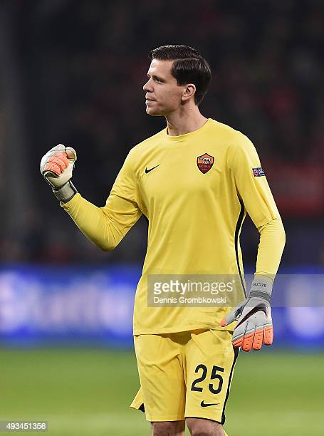 Wojciech Szczesny of AS Roma celelbrates during the UEFA Champions League Group E match between Bayer 04 Leverkusen and AS Roma at BayArena on...