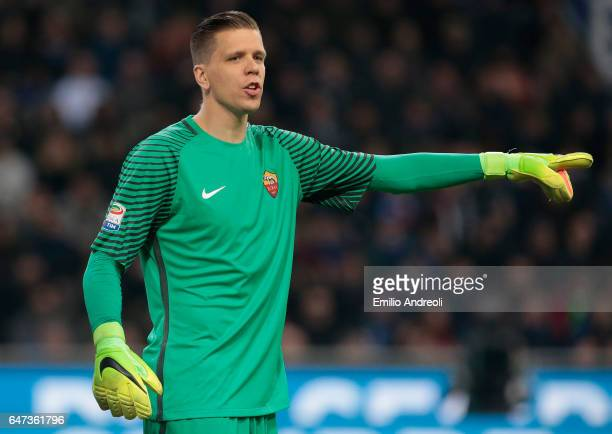 Wojciech Szczesny of AS Roma gestures during the Serie A match between FC Internazionale and AS Roma at Stadio Giuseppe Meazza on February 26 2017 in...