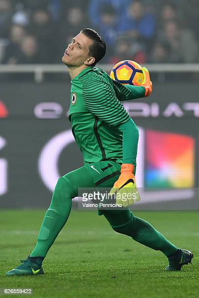Wojciech Szczesny of AS Roma in action during the Serie A match between Atalanta BC and AS Roma at Stadio Atleti Azzurri d'Italia on November 20 2016...
