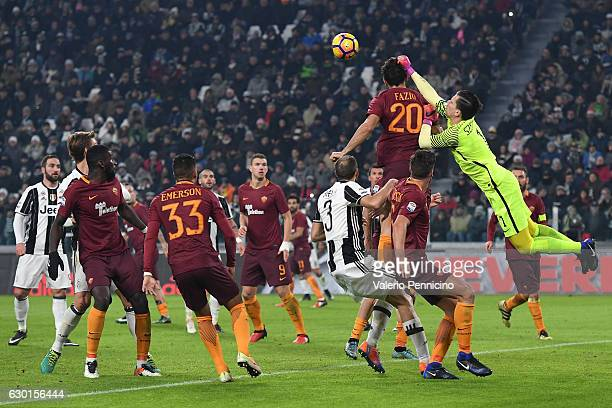 Wojciech Szczesny of AS Roma in action during the Serie A match between Juventus FC and AS Roma at Juventus Stadium on December 17 2016 in Turin Italy