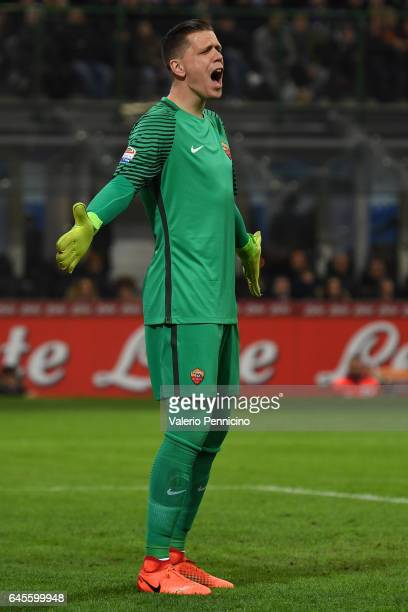 Wojciech Szczesny of AS Roma reacts during the Serie A match between FC Internazionale and AS Roma at Stadio Giuseppe Meazza on February 26 2017 in...
