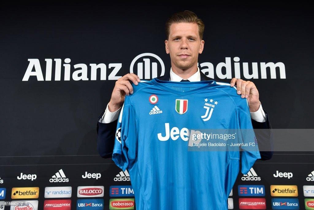 Wojciech Szczesny Signs For Juventus : News Photo