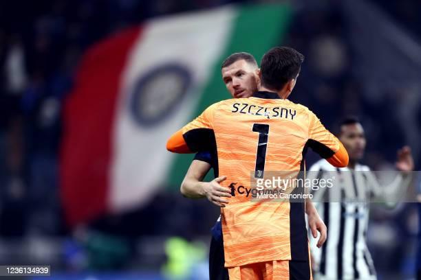 Wojciech Szczesny of Juventus Fc embraces Edin Dzeko of Fc Internazionale at the end of the Serie A match between Fc Internazionale and Juventus Fc....