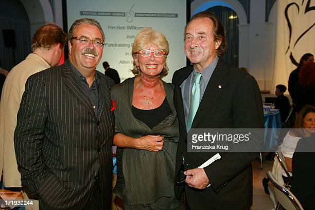 Wolf D Gramatke und DrDana Horakovas und Monti Lüftner Bei Fundraising Dinner Zugunsten Nordoff