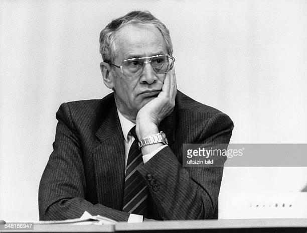 Wolf Markus 19232006 Politiker Schriftsteller D ehemaliger stellv Minister für Staatssicherheit als Delegierter beim SEDParteitag
