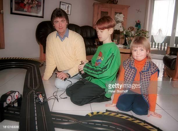 Wolfgang Edenharder Tochter Linda Sohn Christian Homestory Regenstauf Musiker Familie Sänger Rennbahn Autorennbahn CarreraBahn spielen Promis...