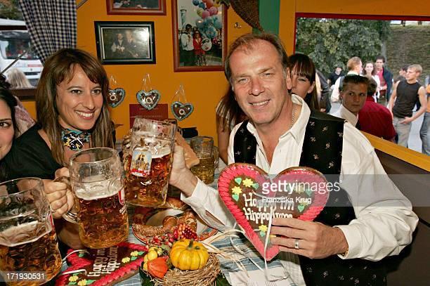 Wolfgang Fierek Mit Ehefrau Djamila Am Rande Von Cooking For Friends Im Hippodrom Auf Dem Oktoberfest In München Am 180904