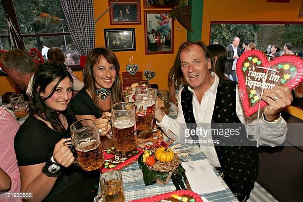 Wolfgang Fierek Mit Ehefrau Djamila Und Ihrer Schwester Am Rande Von Cooking For Friends Im Hippodrom Auf Dem Oktoberfest In München Am 180904