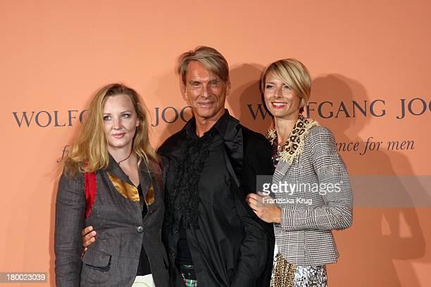 Wolfgang Joop Mit Tochter Florentine Und Alexandra Helling Bei Der Vernissage Zum Launch Des Neues Wolfgang Joop Fragrance For Men In Den...