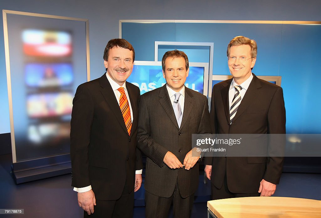 Wolfgang Juettner (L), candidate of the Social Democratic Party (SPD), Andreas Cichowicz (C), chief editor of the tv channel NDR and Christian Wulff, candidate of the Christian Democratic Union (CDU) and Governor of Lower Saxony attend a television debate the NDR television studios on January 23, 2008 in Hanover, Germany. Lower Saxony faces state elections on January 27, 2008.
