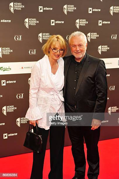 Wolfgang Kubicki and his wife Annette Marberth attend the HenriNannenAward at the Schauspielhaus on May 8 2009 in Hamburg Germany
