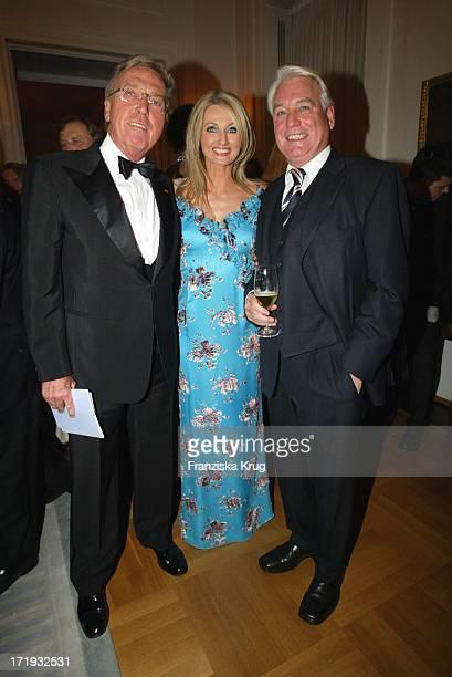 Wolfgang Ley und Frauke Ludowig und Frank Woessner Bei Charity Modenschau Auf Schloss Bellevue