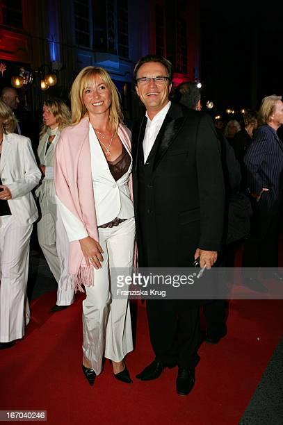 Wolfgang Lippert Mit Freundin Gesine Bei Der Verleihung Der Goldenen Henne Im Friedrichstadtpalast In Berlin Am 210905