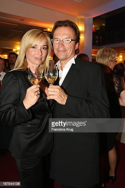 """Wolfgang Lippert Und Ehefrau Gesine Bei Der Verleihung Der """"Goldenen Henne"""" Im Friedrichstadtpalast In Berlin ."""