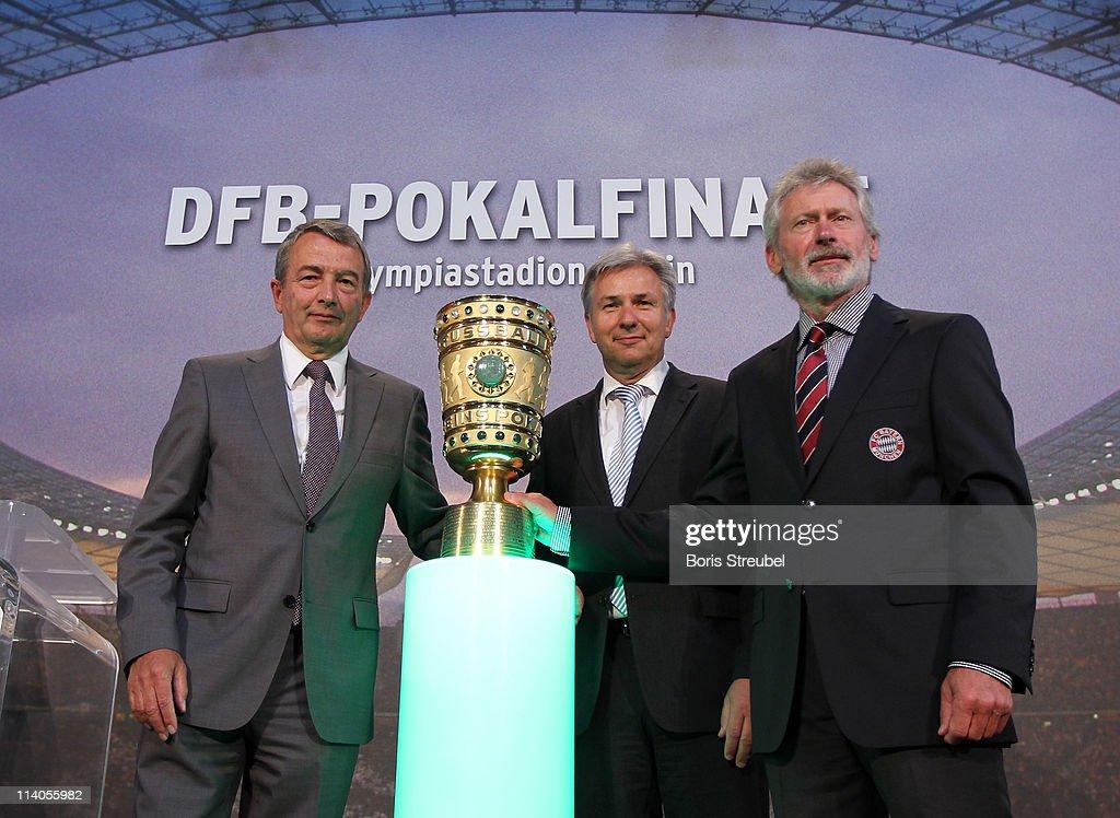 DFB Cup Handover