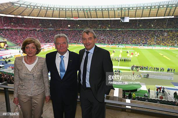 Wolfgang Niersbach President of German Football Association talks to German President Joachim Gauck and his wife Daniela Schadt prior to the DFB Cup...