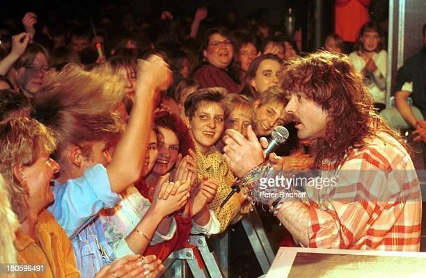 Wolfgang Petry Fans Konzert in BremerStadthalle 1997 Auftritt Mikrofon Mikrophon Mikro Bühne Sänger Singen