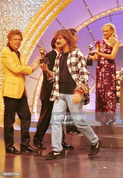 Wolfgang Petry Preisübergabe ARDShow'Die Goldene Stimmgabel 2000'FriedrichEbertHalle LudwigshafenBühne Trophäe