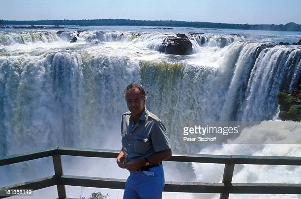 """Wolfgang Rademann , neben den Dreharbeiten zur ZDF-Reihe """"Traumschiff"""", Folge 15, """"Brasilien"""", Episode 1-3, """"Iguacu""""-Wasserfälle im Dreiländereck..."""