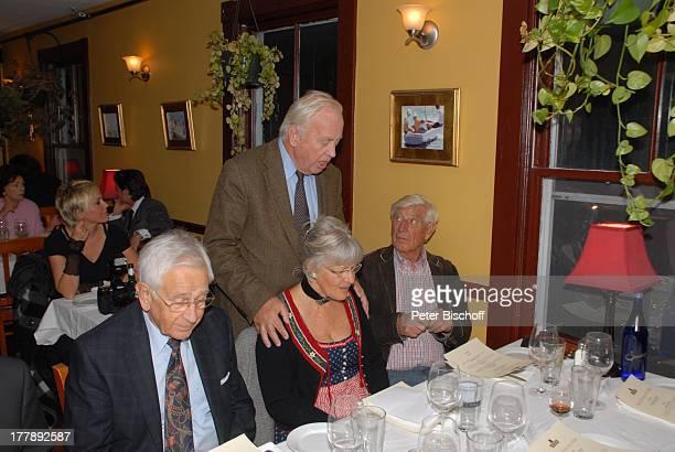 Wolfgang Rademann Siegfried Rauch Ehefrau Karin Gerd Bauer Party zum 70 Geburtstag von Heide Keller neben den Dreharbeiten zur ZDFReihe Traumschiff...