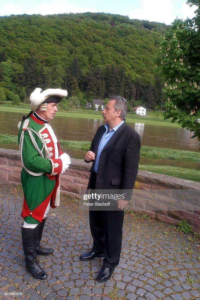 """Wolfgang Stumph (rechts, Münchhausen-Preisträger 2004), Adolf Hahn (als """"Baron Karl  : News Photo"""