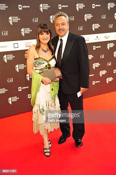 Wolfgang Stumph and his wife Martha attend the HenriNannenAward at the Schauspielhaus on May 8 2009 in Hamburg Germany