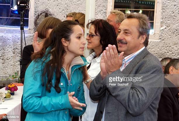 Wolfgang Stumph mit Tochter Stephanie Stumph , im Hintergrund: Christine Stumph, Feier zum 60. Geburtstag von G u n t h e r E m m e r l i c h,...