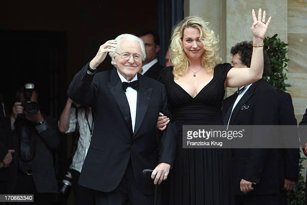 Wolfgang Wagner Und Tochter Katharina Wagner Bei Der Ankunft Zur Eröffnung Der 97 Bayreuther Festspiele In Bayreuth Am 2507058