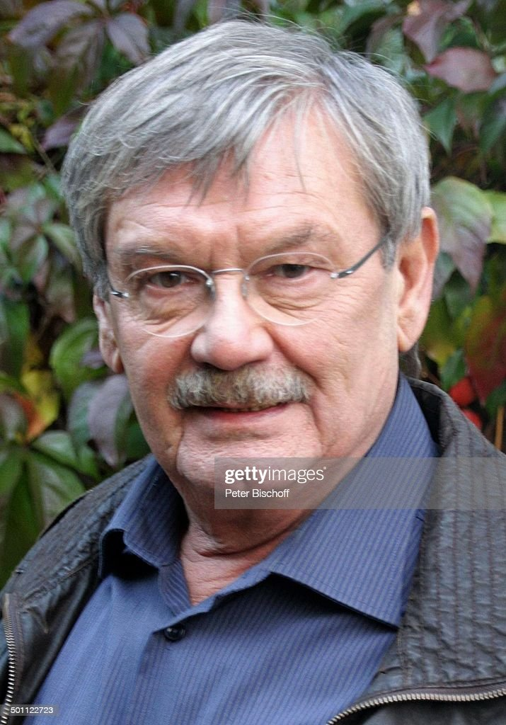 """Wolfgang Winkler (links, als Kommissar """"Herbert Schneider"""") (in seiner 50. und letzt : Nachrichtenfoto"""