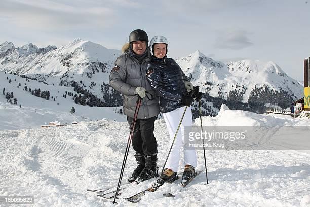 Wolfram Kons Und Freundin Alexa Apermann Beim 2 Promi Schlittenhunderennen Tirol Cross Mountain In Kühtai