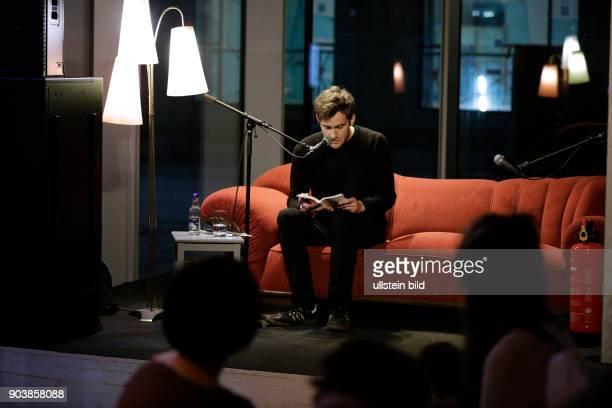 Wolfram Lotz im Gespräch mit Andrea Irmler Barlesung im Foyer der Außenspielstätte am Offenbachplatz in Köln