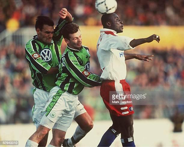 Wolfsburg VFL WOLFSBURG HAMBURGER SV 41 Holger BALLWANZ Waldemar KRYGER/Wolfsburg Anthony YEBOAH/HSV