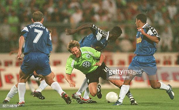 CUP 2001 Wolfsburg VFL WOLFSBURG TROYES AUBE CHAMPAGNE 22 Olivier THOMAS/TROYES Gernot PLASSNEGGER/WOLFSBURG Sekou BERTHE Gharib AMZINE/TROYES